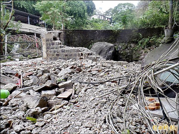 日治時代存在至今的羅漢窟溫泉已遭拆除。(記者郭安家攝)