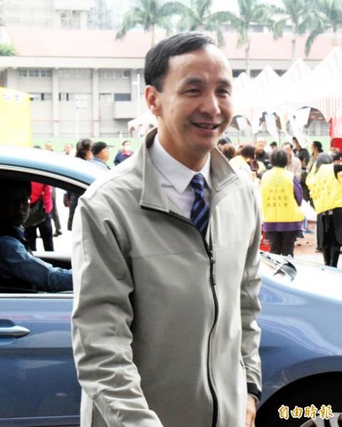 新北市長朱立倫出席活動時,回應民進黨主席蔡英文呼籲召開國是會議的說法。(記者陳韋宗攝)