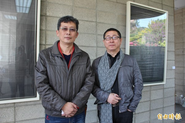 瑞森藝樹園區園主徐治豪(左)和中國水墨畫家張朝暉(右)這次合作水墨和盆景的「1天聯展」。(記者黃美珠攝)
