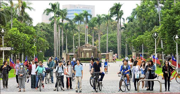 台大名譽教授劉廣定建議公立大學瘦身救私校,台大應率先減招一成。圖中人物與新聞事件無關。(資料照)