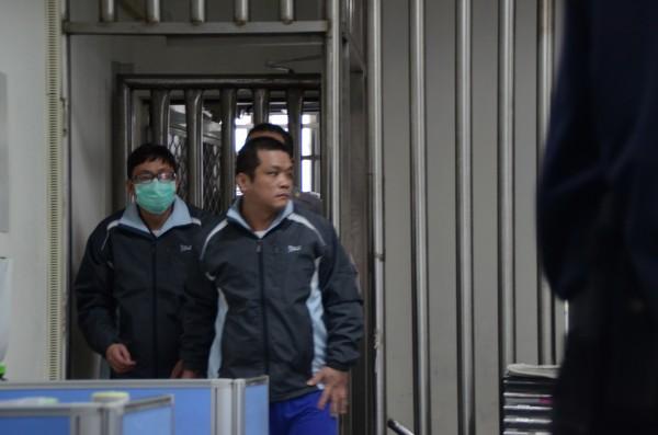 芊鑫實業社盧嘉芊(左)把添加二甲基黃的責任推給上游化工行。(資料照,記者顏宏駿攝)