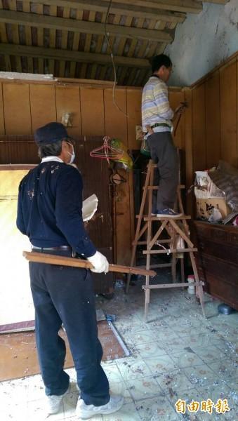 「安定行善團」再度發揮愛心,為弱勢民眾進行房屋修繕。(記者林孟婷攝)