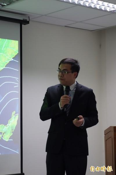 天氣風險顧問公司總經理彭啟明今表示,台灣空氣品質受中國霾害影響正逐漸變嚴重,2030前很難好轉。(記者蔡穎攝)