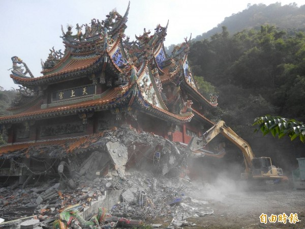 旗山天上宮佔用國土廿年,遭林務局拆除。(記者陳祐誠攝)