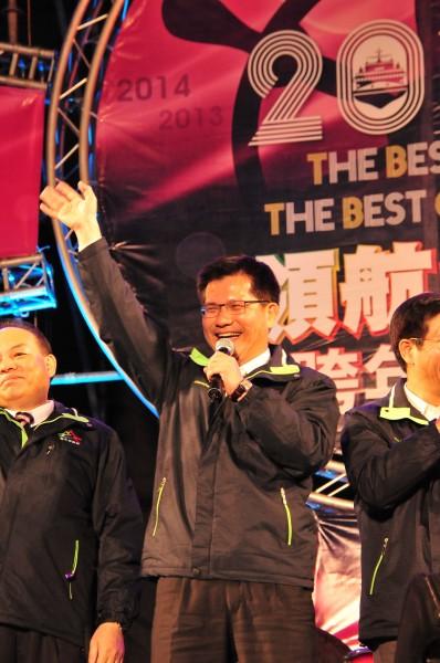 台中市長林佳龍率市府一級主管等人到跨年晚會豐原場與市民同樂。(記者李忠憲攝)