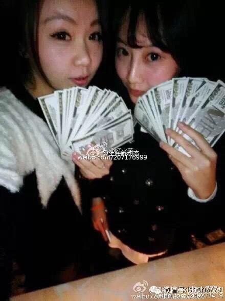 網友找到發放假鈔的俱樂部成員微博帳號,撻伐他們為殺人兇手。(圖擷取自微博)