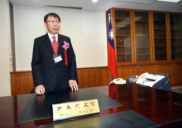 外傳台北市長將取消市府員工的20分鐘午茶時間取消,柯文哲今天澄清,並沒有要取消午茶時間,他忍不住抱怨「假新聞太多,我受不了」。(資料照,記者方賓照攝)