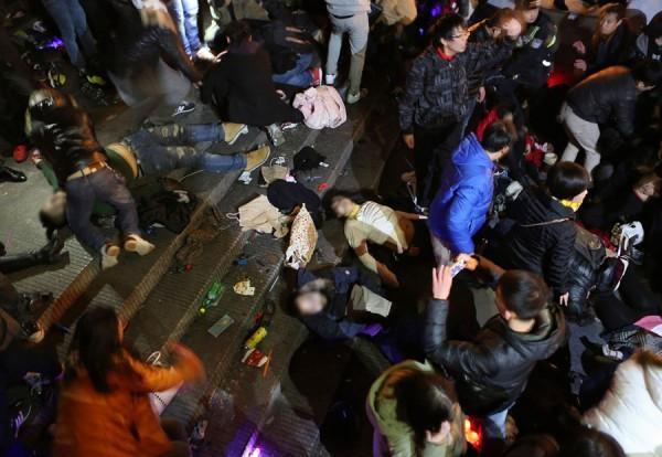 中國上海昨天深夜發生踩踏意外,目前已造成36人死亡,包括1名周姓台籍女子。(路透)