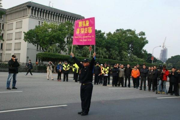 台北市警察局表示,有感「媒體採訪區」的作法恐仍有未盡周全之處,將採納各界寶貴意見再行審慎研議。(記者劉慶侯翻攝)