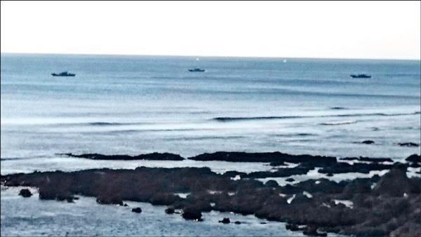 萬里桐居民喜見鯨魚噴水。圖中白點。(記者蔡宗憲翻攝)