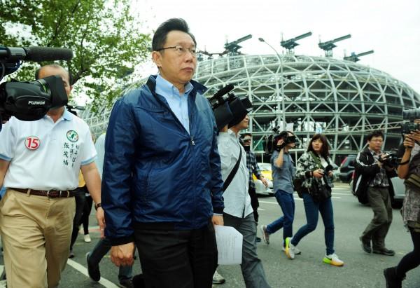 台北市大巨蛋爭議風波不斷,台北市長柯文哲曾前往尚未完工的大巨蛋進行市政考察。(資料照,記者羅沛德攝)