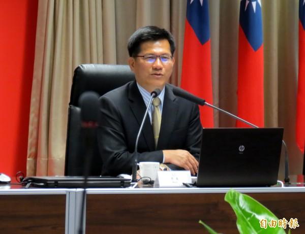 台中市長林佳龍今天宣布,捷運綠線提前在2018年底全線試營運。(記者張菁雅攝)