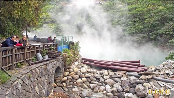 台北市北投區地熱谷,終年瀰漫溫泉煙霧,景色優美。(記者蔡亞樺攝)