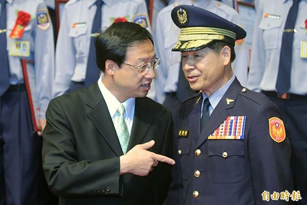 警專校長陳連禎(右)。(資料照,記者廖振輝攝)