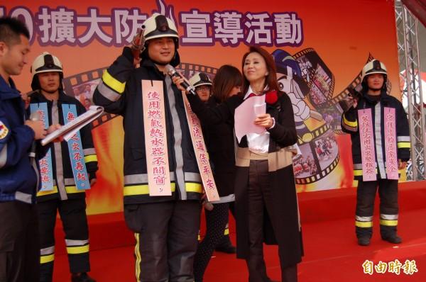 台南市消防大使孫翠鳳,呼籲民眾居家防火要有警覺意識。(記者楊金城攝)