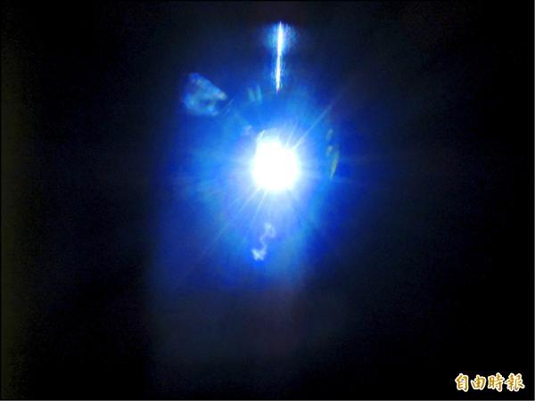 台灣光子源發射出的亮光,是太陽光的百萬倍。(記者湯佳玲攝)