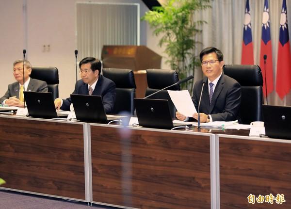 前台中巿長胡志強主政時力推的「台灣塔」工程,因預算暴增近一倍,台中市長林佳龍(右)昨日在市政會議宣布工程暫停,並將另尋替代方案。(記者張菁雅攝)