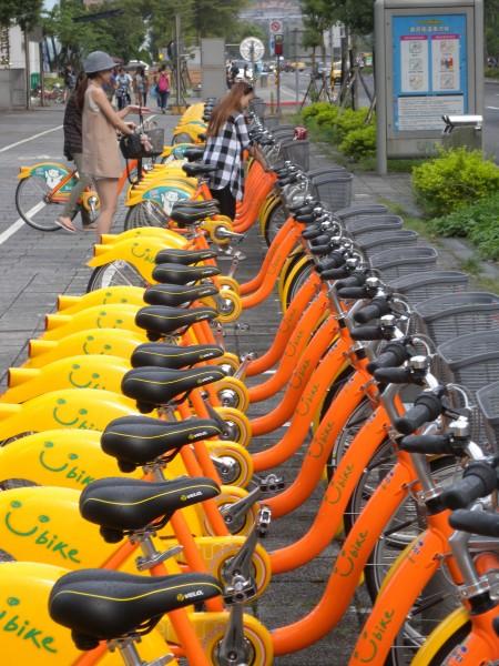 台北市交通局表示,YouBike費率檢討,將以使用者付費原則調整。(資料照,記者吳亮儀攝)