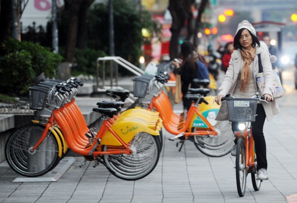 YouBike微笑單車前30分鐘免費即將取消,北市交通局今表示,正在分析民眾的使用特性,並在「使用者付費」前提下,研擬收費方式,相關細節將於3月底前出爐。(記者邱紹雯攝)