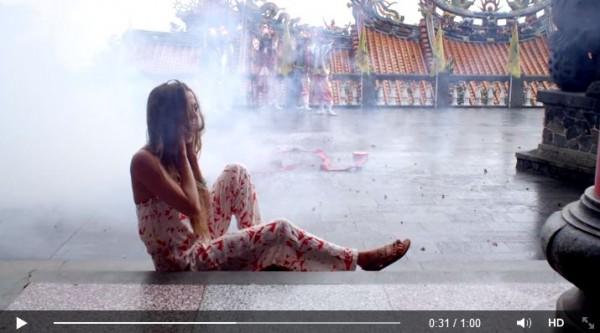 九份老街、廟宇文化以及台北捷運的畫面全都入鏡。(圖擷取自Roxy臉書)