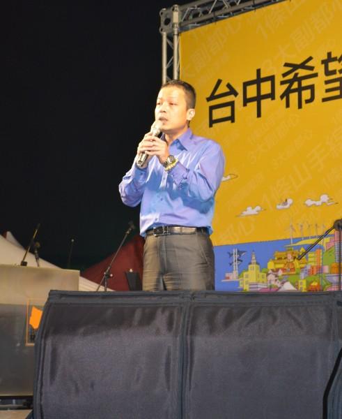 資深媒體人鍾年晃今在臉書上表示,「我看到了柯文哲2.0版」。(資料照,記者陳建志攝)