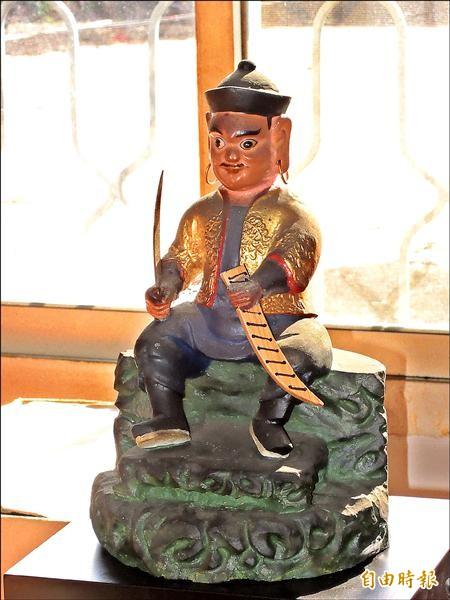 相傳「番太祖」驍勇善戰,保護噶哈巫族人,其神尊手持法器番刀。(記者佟振國攝)
