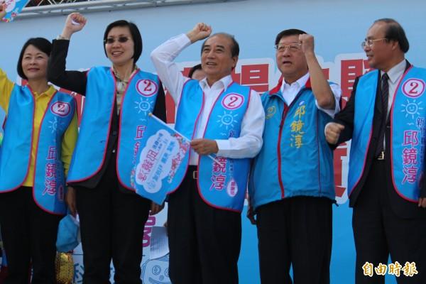 國民黨新竹縣立委徐欣瑩(左2)今晚證實她退出國民黨。(資料照,記者黃美珠攝)