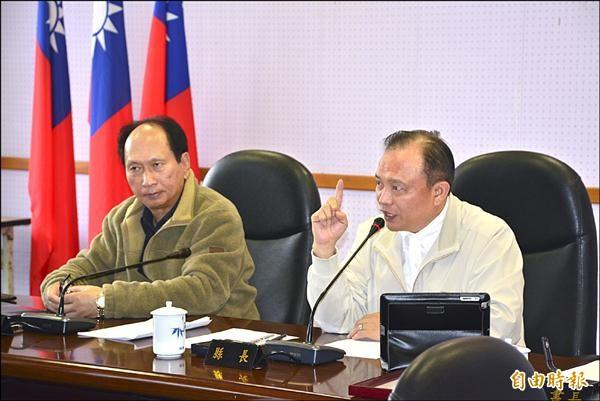 縣長林聰賢(右)裁示,擴大羅東都市計畫案「重新歸零」回到地方。(記者游明金攝)
