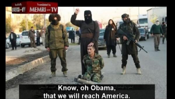 伊斯蘭國發布新的威脅影片,揚言將在美國白宮斬首美國總統歐巴馬。(圖擷取自網路)