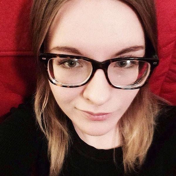遭三名警察槍殺的17歲少女克莉絲汀娜生前照片。(臉書:COURTESY KRISTIANA COIGNARD)