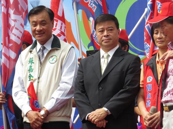 親民黨副秘書長劉文雄(圖右)則諷刺「財大氣粗」,並認為北市長柯文哲的目的是解決問題。(資料照,記者蔡孟尚攝)