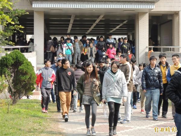 大學學科測驗週日登場,新竹考區試務中心由交大主辦,提醒考生應試時要注意各種細節,以免被扣分。(資料照,記者洪美秀攝)