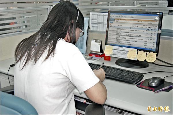 縣府所屬機關及學校的約聘僱人員考核將趨於嚴格。(記者侯承旭攝)