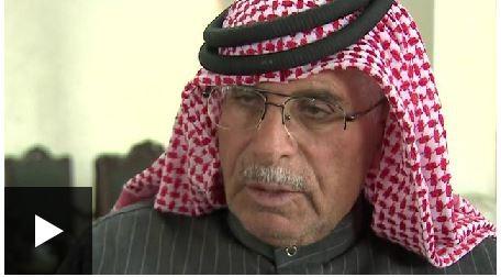 約旦中尉飛官卡薩斯貝的父親薩菲,透過媒體向伊斯蘭國喊話,要求放人。(圖片擷取自BBC新聞網站)
