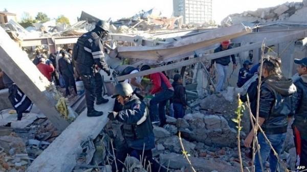 墨西哥一間婦幼醫院發生氣爆,造成醫院幾乎全毀,已有2人死亡、66人受傷。(法新社)