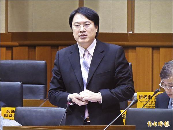 基隆市長林右昌在議會答詢表示,近期就會率員到台北與捷運局、台北捷運公司高層會晤,為捷運到基隆努力。(記者俞肇福攝)