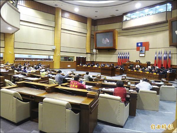 基隆市議會昨起網路直播,可透過手機平板觀看實況,卻一度有影無聲。(記者俞肇福攝)