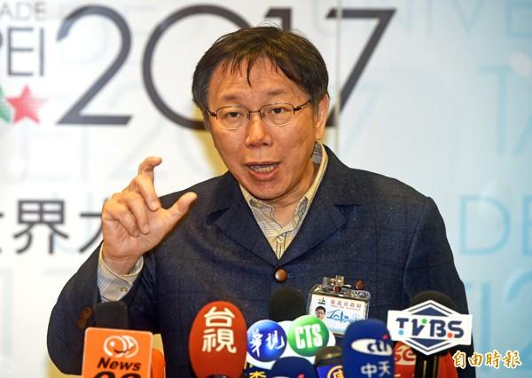台北市長柯文哲昨至小巨蛋視察內部軟硬體設施,並接受媒體聯訪,對於殖民進步論引起軒然大波,柯坦言講錯了。(記者簡榮豐攝)