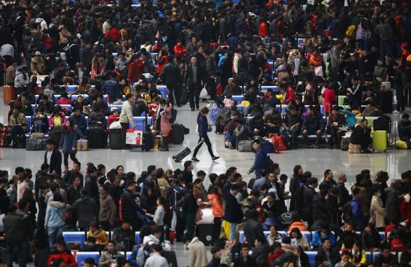 中國春運今日正式展開,預計旅客運輸總量將高達28億人。(路透》