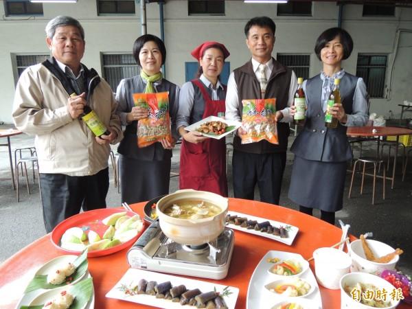 虎尾農會表揚模範農民,更推出自製農特產品嚐會,讓農民吃健康。(記者廖淑玲攝)