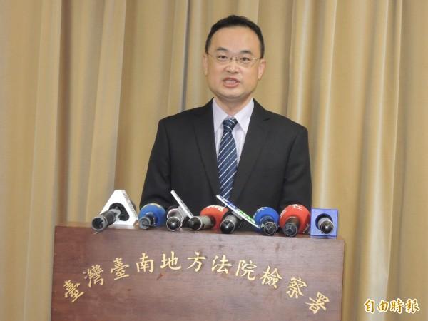 台南地檢署主任檢察官陳建弘說明南市議長涉賄選案偵辦情形。(記者王俊忠攝)