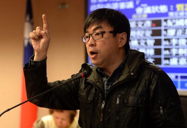 台南議長李全教等人今早遭台南地檢署聲押,段宜康在臉書上表示,實在要給南檢拍拍手。(記者林正堃攝)