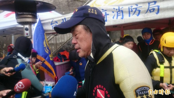 中華民國潛水救難協會創會理事長沈林傑受訪表示濕式防寒衣不保暖(記者徐聖倫攝)