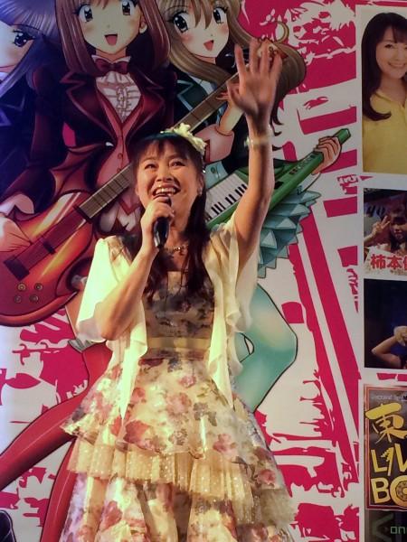《龍貓》主題曲的演唱人井上杏美今天首度來台參加2015台北國際動漫節,現場演唱耳熟能詳的TOTORO主題曲。(記者甘芝萁攝)