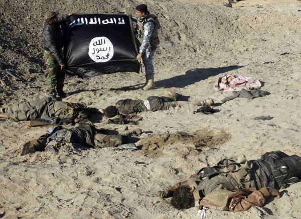 澳洲警方昨趕在IS恐攻行動前,成功攔阻化解危機,圖為伊斯蘭國旗幟。(路透)