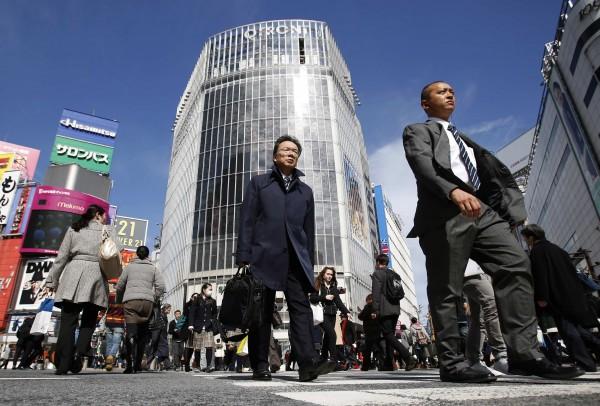 日本東京澀谷區政府將推動同性權益相關法案,讓同性伴侶也可以領有與結婚證書有同等效力的證書。圖為澀谷街頭,與新聞無關。(資料照,路透)