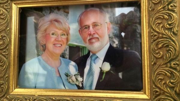 美國男子布萊斯南40年來天天寫情書給愛妻,至今已累積逾一萬封。(圖擷取自《ABC新聞》)