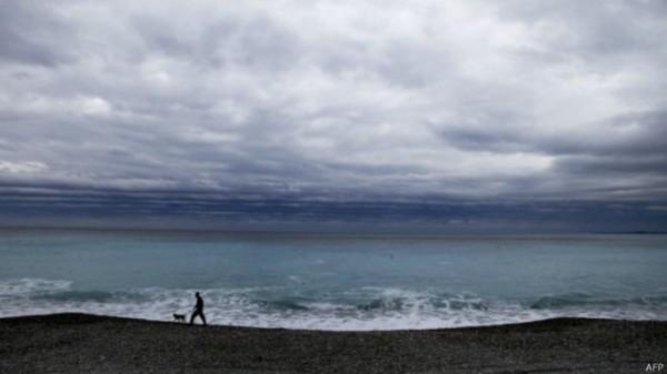 《科學》雜誌最新報告指出,由於垃圾處理不當,全世界在2010年向海洋傾倒了800萬噸塑料垃圾,對海洋生物造成嚴重的侵害。(圖片擷取自BBC)