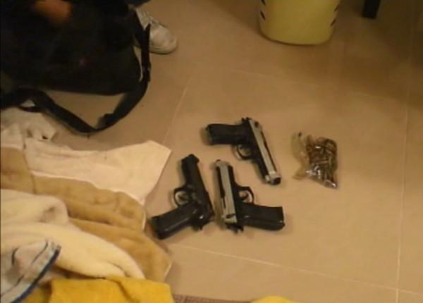 歐男購買3支改造手槍防身。(記者林良昇翻攝)