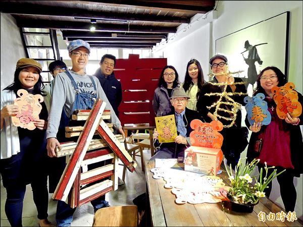 文創小店發起走春送紅包活動,幫助伯利恆文教基金會蓋早療中心。(記者洪瑞琴攝)